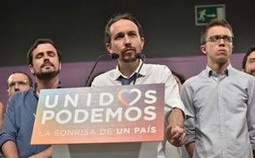 Caras largas. Miembros de Unidos Podemos en su comparecencia ante la prensa tras conocerse los resultados.